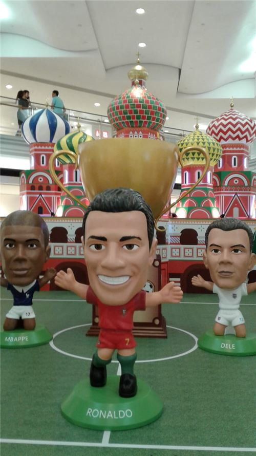 Footballers from all over the world are ready!