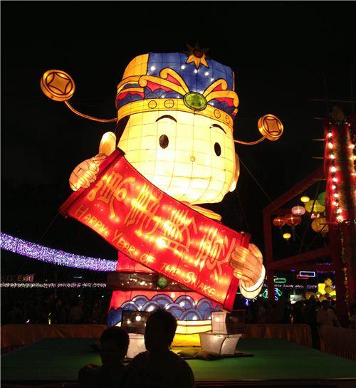 A super big lantern wishing good fortune at the Lantern Wonderland in Victoria Park