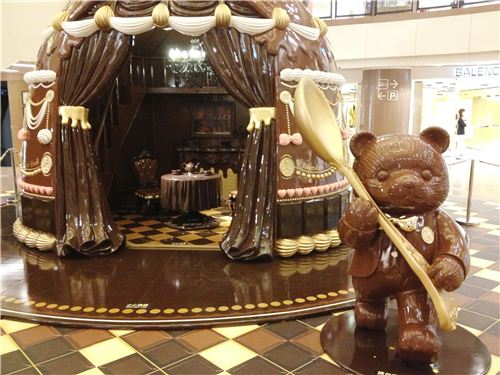 Unfortunately we couldn't go into this chocolate living room