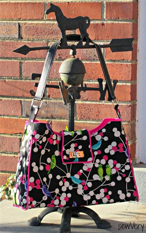 Veronica from the blog sewVery made this lovely bag with our echino fabric