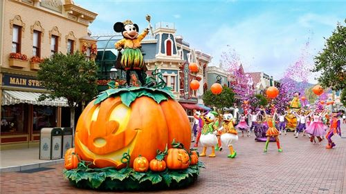 It's an awesome Halloween parade!