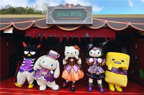 They look awesome in their costumes! Image courtesy of Ocean Park, Hong Kong