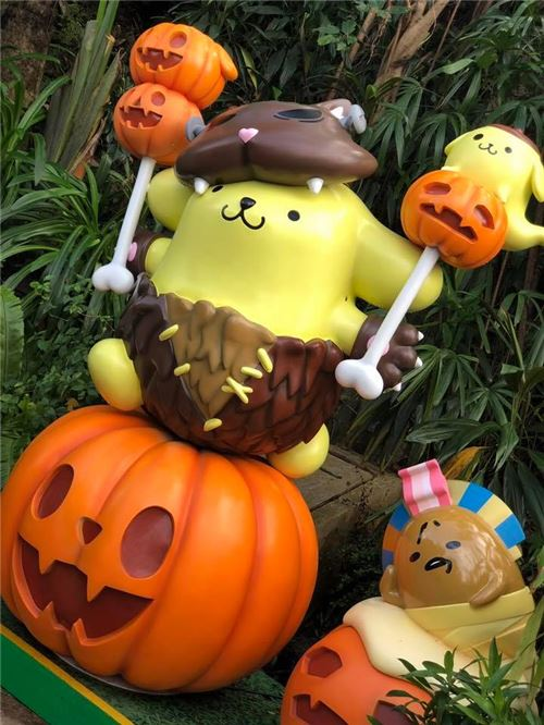 Pompompurin looks hilarious! Image courtesy of Ocean Park, Hong Kong