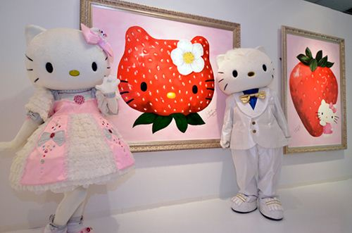 One of the earlier exhibitions with cute fruit artworks turned Hello Kitty into a strawberry.