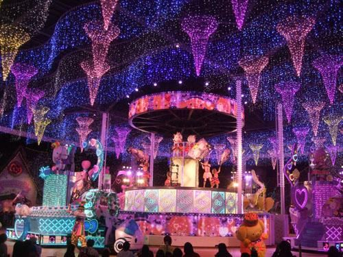 Visitors can enjoy fun live stage performances, dance and music.