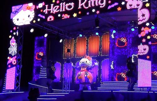 Hello Kitty on stage in a cute pumpkin costume.