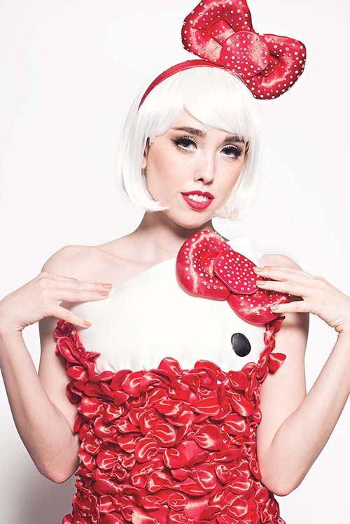 Ein hinreißendes Hello Kitty Kleid. Gemacht aus Hunderten von Schleifen.