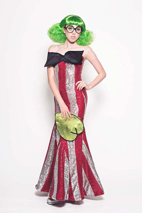 Frosch-grüne Haare und ein lustiges Keroppi Kleid.