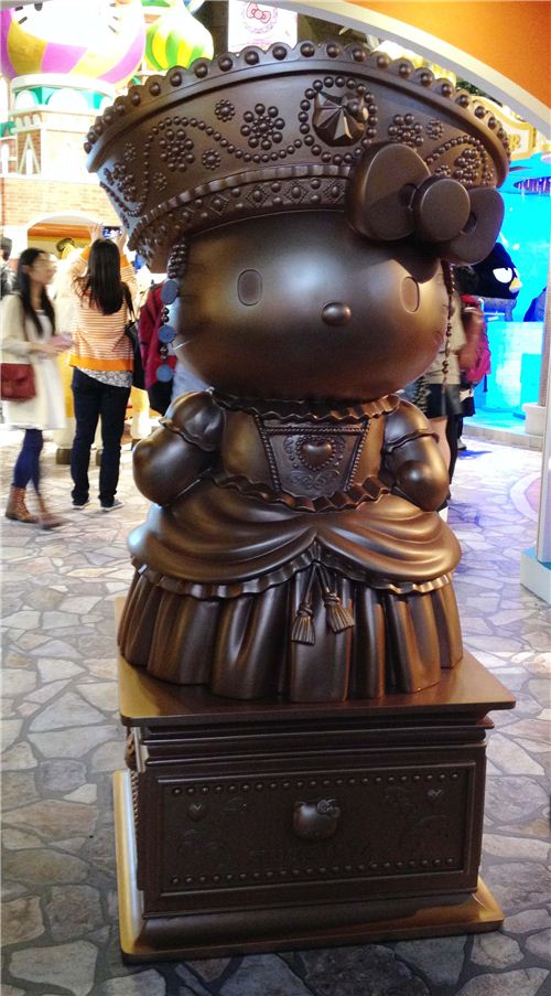 Kawaii Russian themed Hello Kitty statue