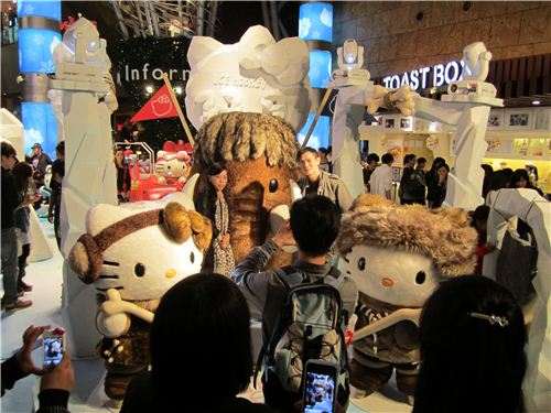 People pose with Hello Kitty and mammut for pictures