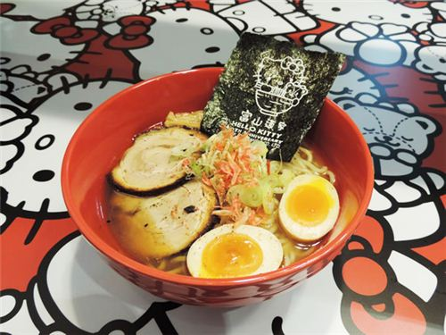 Every ramen soup is served with a Hello Kitty seaweed, picture from U-Tavel Hong Kong