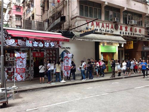 long lines in front of the restaurant, picture from Ramen Iroha