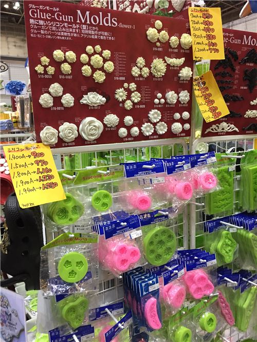 These molds help you make all sorts of clay shapes!