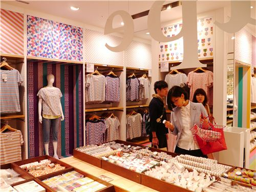 Masking tapes and shirts - a wonderful combinaltion at Uniqlo Ginza in Tokyo