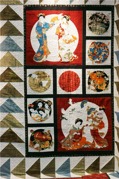 We saw pretty Asia designs on lots of quilts