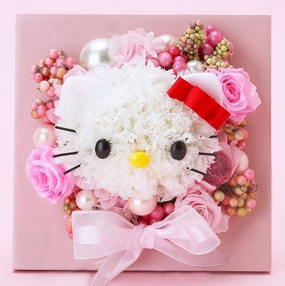 Simply kawaii. This Hello Kitty flower arrangement with ribbons.