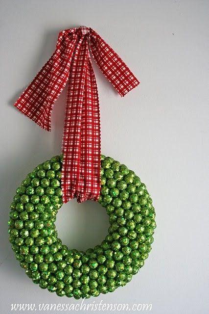 Pretty Christmas wreath on Pinterest