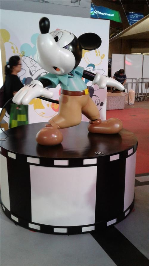 Uh oh, what did Mickey see?