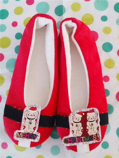 Don't the lucky cats from our Cosmo lucky cat fabric look gorgeous on these slippers?
