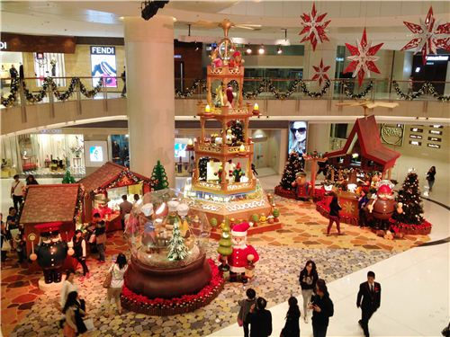 The main exhibition floor in the shopping mall Elements
