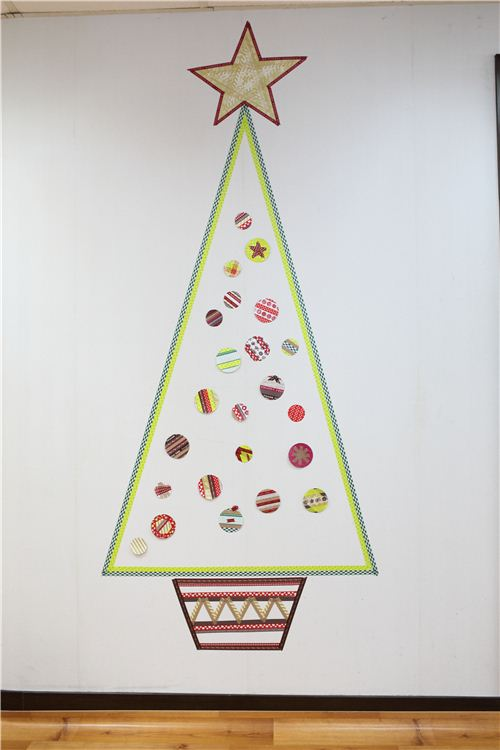 We're crafting a Washi Christmas Tree 8