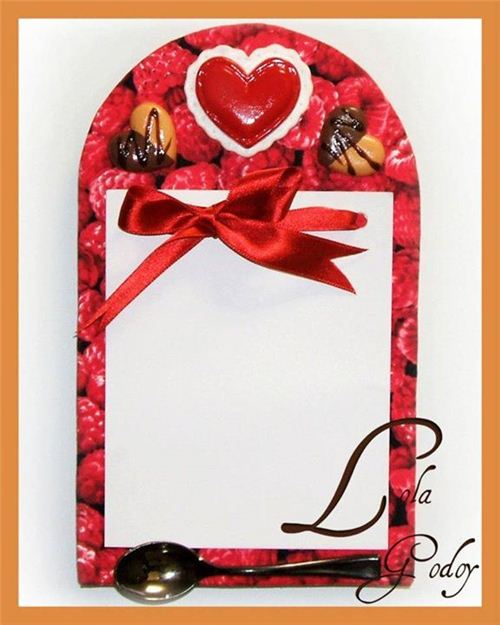 Redecorate Con Lola Godoy made a pretty fridge magnet notepad covered with our raspberry fabric
