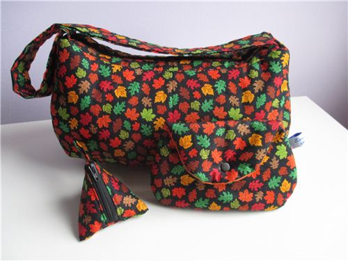 A great bag set with our Timeless Treasures autumn fabric made by Evelin Mostafa