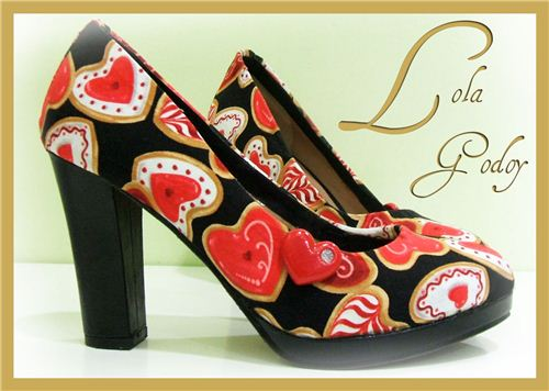 Lola Godoy also showed on her Spanish blog a great shoe makeover with our fabric
