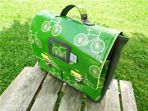 Les Bêtes de Céline made this green school bag with our echino laminate fabric cycling
