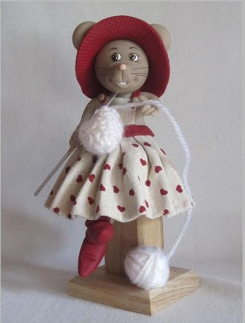 Le Blog de Claire from France is passionate about her mice with lovely dresses http://foncee.canalblog.com/