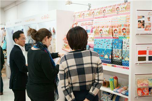 Sandra checks out some of Kokka's fabrics