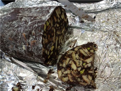 It really looks like salami, but was a delicious chocolate dessert - Karens yummy chocolate salami